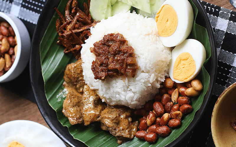 slide-Coconut-Rice-Beef-Rendang-use
